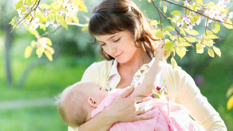Borstvoeding blijft de beste keuze, ondersteund door de nodige supplementen